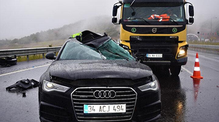 Yağmurda kayganlaşan yolda feci kaza: Paramparça olan otomobilde can verdi