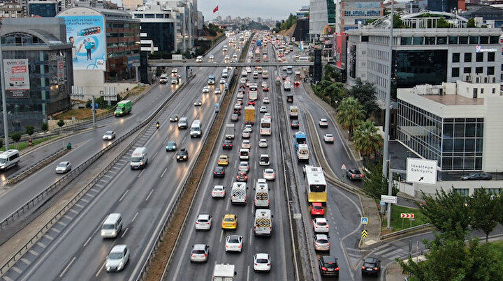 İstanbul'da yağışlar trafiği vurdu: Yoğunluk yüzde 55'i gördü