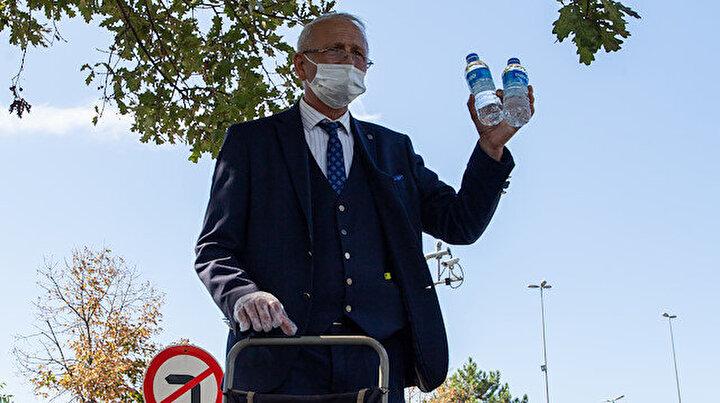50 yıldır kravatlı: Görebileceğiniz en sıra dışı su satıcısı