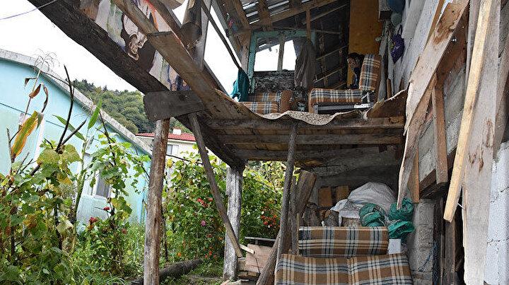 Bartında cenaze evinde balkon çöktü: 13 kişi yaralandı