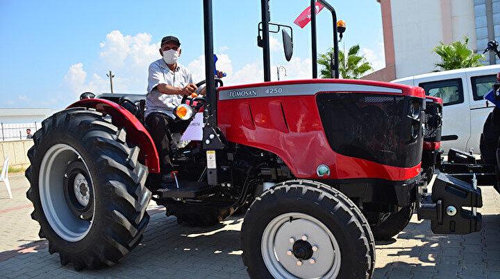 Manavgattaki orman yangınından zarar gören çiftçiler yeni traktörlerine kavuştu: Devletimiz bize sıfır traktör verdi