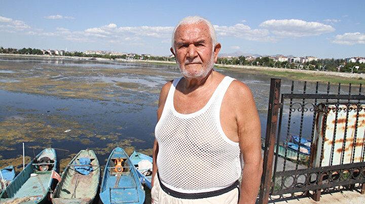 73 yıldır sağlık için kulaç atıyor: Yüzerken yanında sürekli çengelli iğne taşıyor