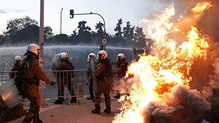 Yunanistanda kaos: Polis ve protestocular çatıştı