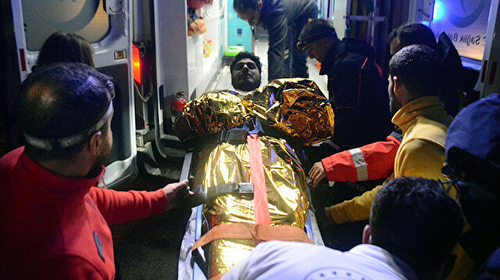 Zirve yürüyüşü yaparken rahatsızlanan iki dağcıyı ekipler kurtardı