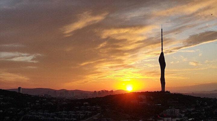 Kartpostallık görüntü: Çamlıca Kulesi ile gün doğumu birleşti