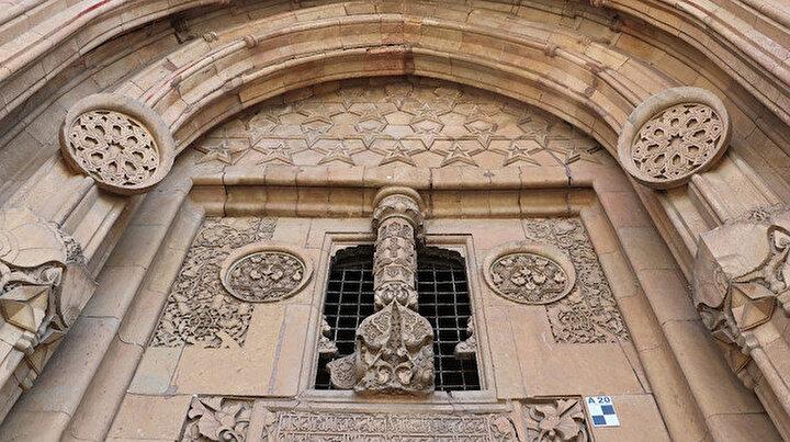 Bu caminin dünyada bir başka benzeri yok: Gizemi çözülemiyor