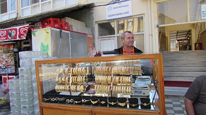 Bu da seyyar kuyumcu: Simit satar gibi altın bilezik satıyor
