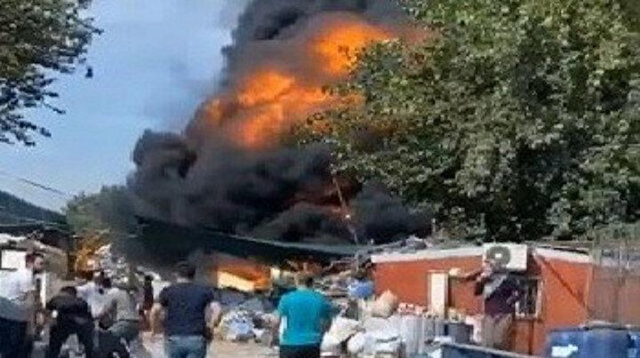 Geri dönüşüm tesisinde yangın: Simsiyah dumanlar gökyüzünü kapladı