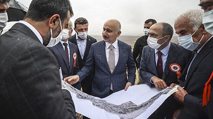 Bakan Karaismailoğlu: Beypazarı-Nallıhan arasında ulaşım süresi 14 dakikaya inecek