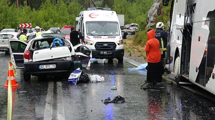 Antalyada feci kaza: Anne ve baba hayatını kaybetti, iki kızı yaralandı