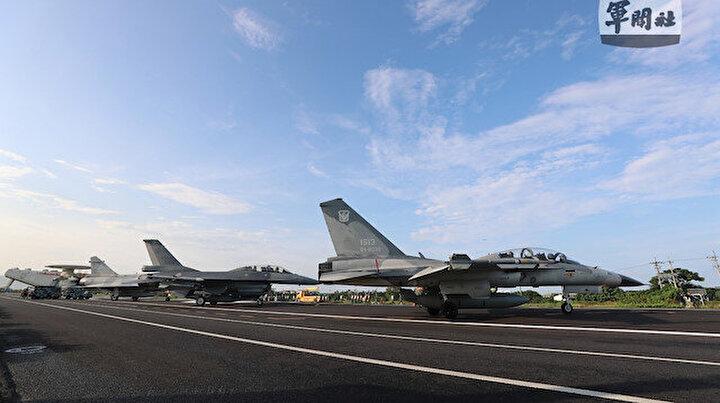 Tayvan savaş uçakları otoyola  iniş yaptı