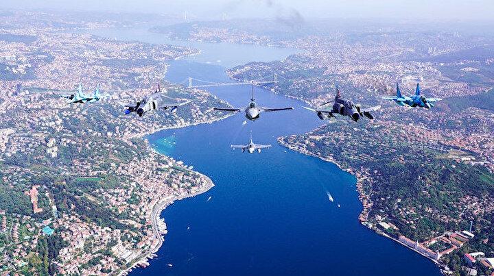 MSB paylaştı: Türkiye ve Azerbaycan uçaklarının İstanbul Boğazında selamlama uçuşu