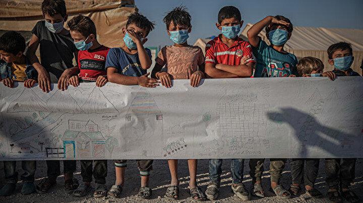 İdlibde kamplardaki çocuklar sıcak yuva özlemlerini 75 metrelik kağıda çizdi