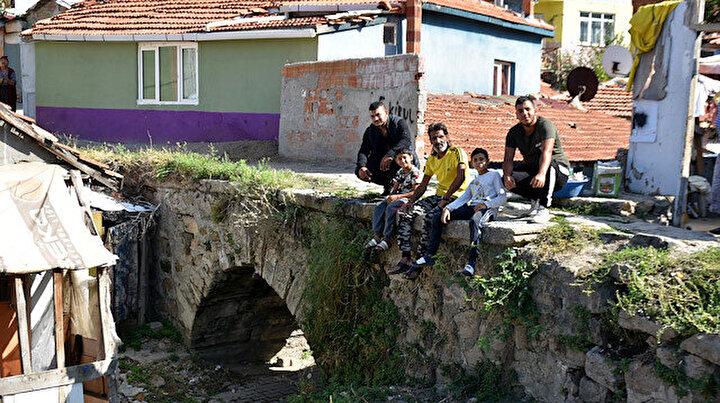 Mahalle arasında kalarak kaderine terk edildi: Nadir yapılardan biri