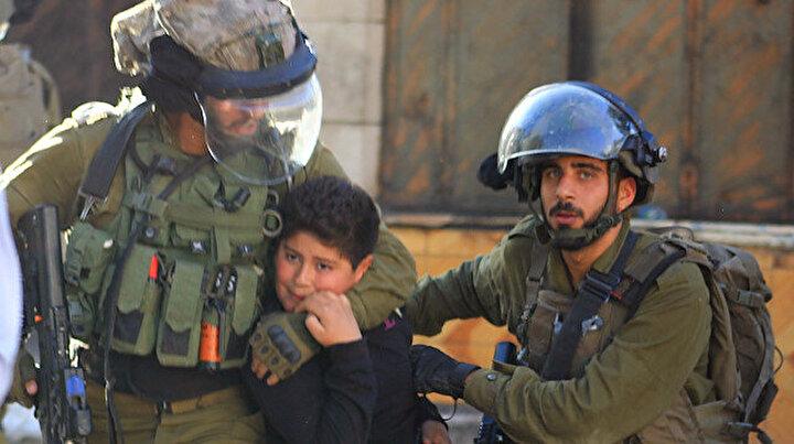 İsrail askerleri 10 yaşındaki Filistinli İsmaili darp ederek gözaltına aldı