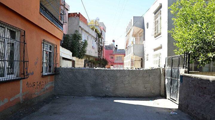 Burası benim dedi sokağın ortasına duvar ördü: Mahalleli hapis hayatı yaşıyor