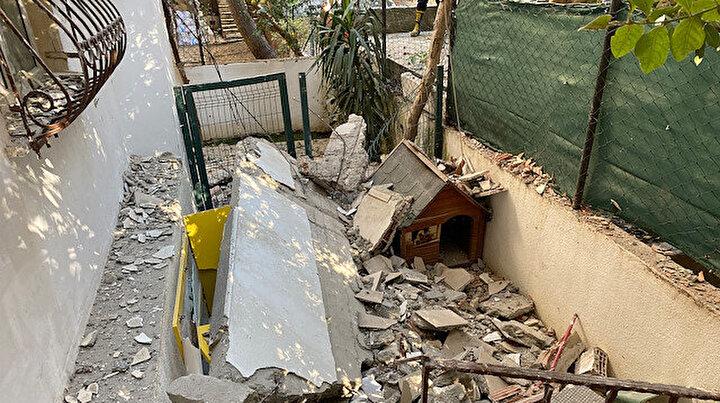Kadıköyde 2 balkon gürültüyle çöktü: Mahalleli sokağa döküldü