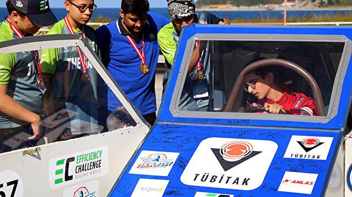 Altı günde 15 bin TL maliyetle yaptılar: Elektrikli araçla TEKNOFESTte jüri özel ödülü aldılar