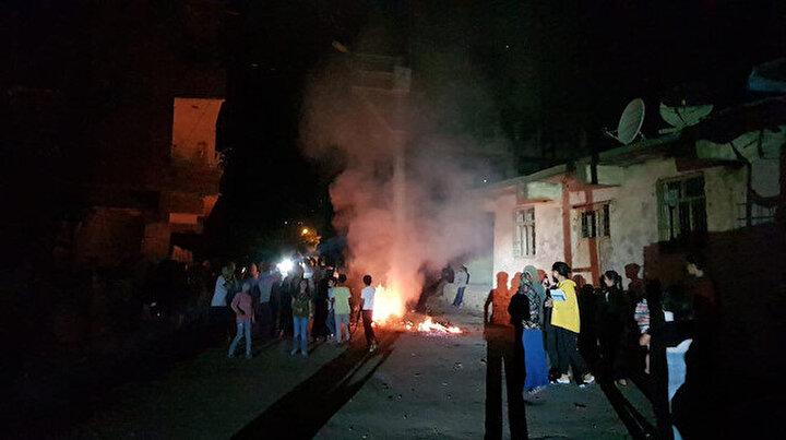 Diyarbakırda sayaçların elektrik direklerine bağlanmasını protesto ettiler