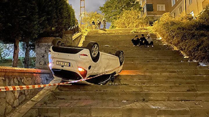 Ümraniyede ilginç kaza: Navigasyona uydu aracıyla merdivenlerden uçtu