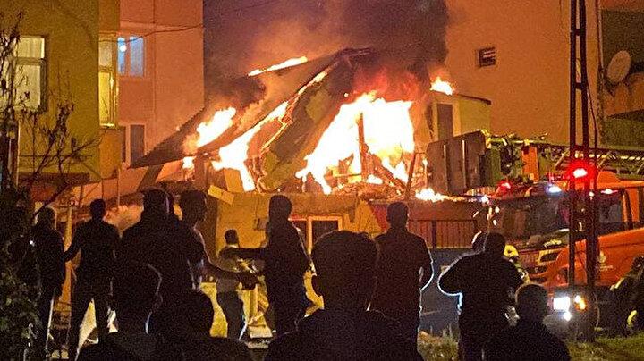 Ümraniyede korku dolu anlar: Vatandaşlar yangın ve patlama sesleri ile sokağa döküldü