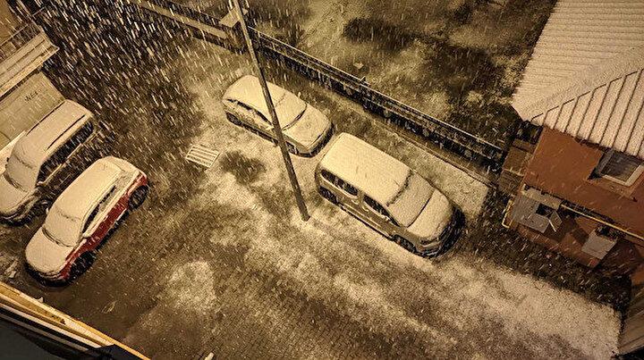 Bir ile daha mevsimin ilk karı yağdı: Kısa süre içinde kent beyaza büründü