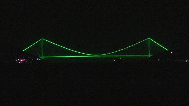 İstanbul'da köprüler o hastalığa dikkat çekmek amacıyla yeşile büründü