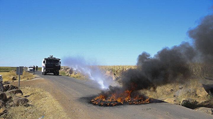 Kaçak elektrik denetiminde gerilim: Ekipleri engellemek için lastik yakıp yol kapattılar
