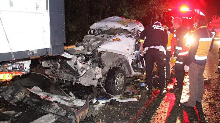 Kocaelide feci kaza: Hurdaya dönen araçtan cansız bedenini çıkardılar