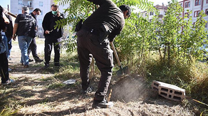 Polisler bile şaşkın: Ceset var diye kazılan çukurdan bakın ne çıktı