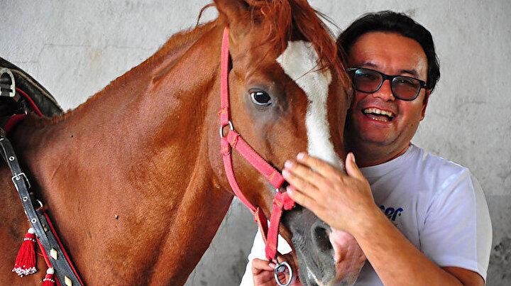 Atıyla ve kuzusuyla ilgilenerek psikolojik sorunlarından kurtuldu