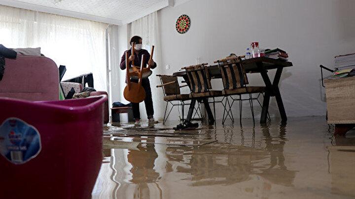 Edirnede sağanak, ev ve iş yerlerinde su baskınlarına neden oldu