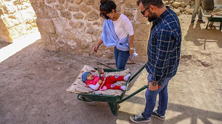 Anne baba arkeolog olunca: Kazı alanının neşesi Sarya