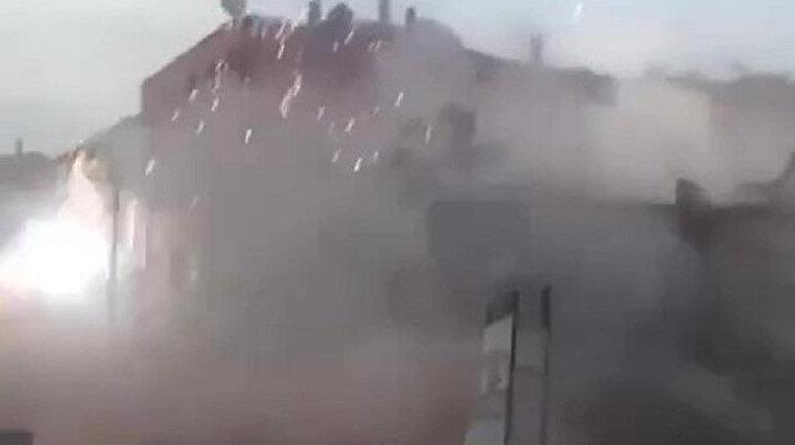 Yıkılan bina elektrik tellerine çarptı: Ortalık savaş alanına döndü