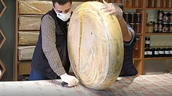Sezonun ilk gravyer peyniri tezgahlarda yerini aldı: Kilosu 120 lira