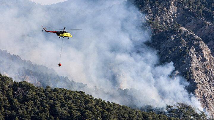 Antalyada ormana düşen yıldırım yangın çıkardı: Alevler Göynük Kanyonuna doğru ilerliyor
