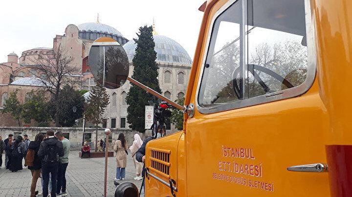 Sultanahmette kamyondan dönüştürülen nostaljik otobüse ilgi
