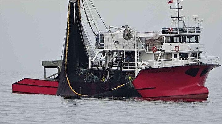 Bu zamana kadar böylesi görülmedi: 40 balıkçı teknesi yaklaşık 40 bin kasa hamsi yakaladı