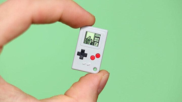 Dünyanın en küçük oyun konsolu: Posta pulu kadar ama canavar gibi