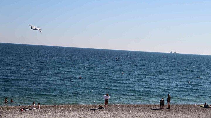 Antalya sahilinde büyük panik: Gören telefona sarıldı ihbar yağdı