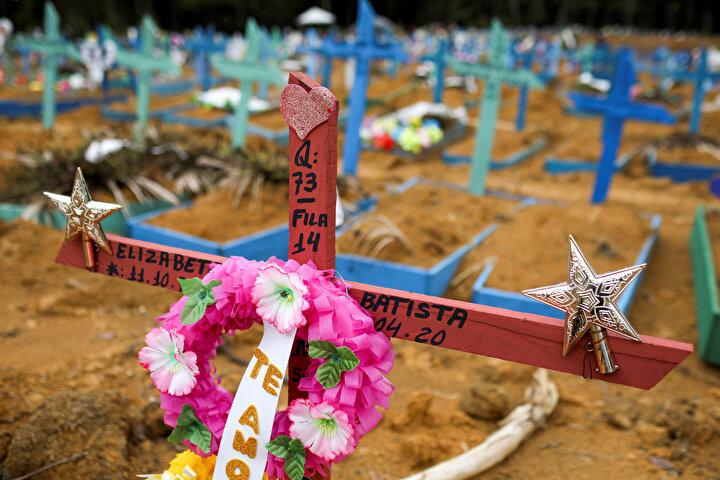 Brezilyada hayatını kaybedenlerin gömülmesi için toplu mezarlar adeta doldu taştı.