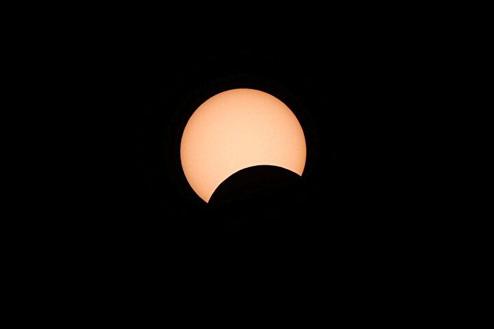 İşte Ateş çemberi Güneş tutulmasından objektiflere yansıyan kareler...