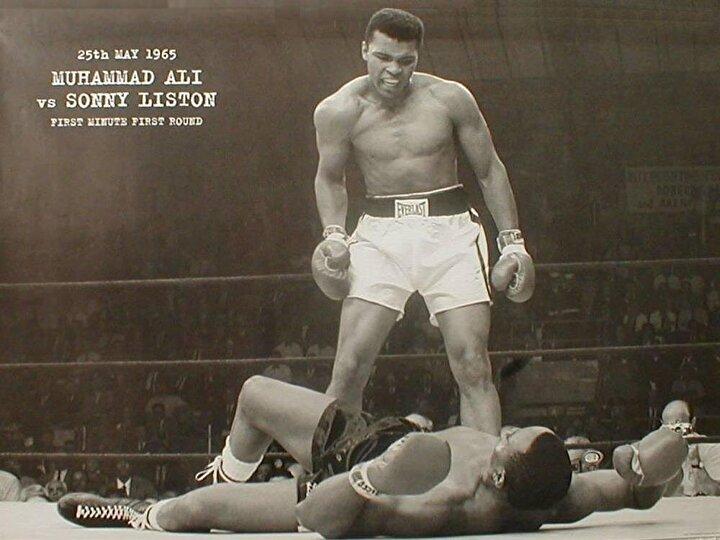 S. Listonu yenip Dünya Şampiyonu oldu. Bu zaferden sonra dinini değiştirdiğini ve İslama geçtiğini açıkladı. Muhammed Ali ismini aldı ve çok sevdiği boksa 1967den 1970e kadar ara vermek zorunda kaldı. Yerde yatan Sonny Linstondur..