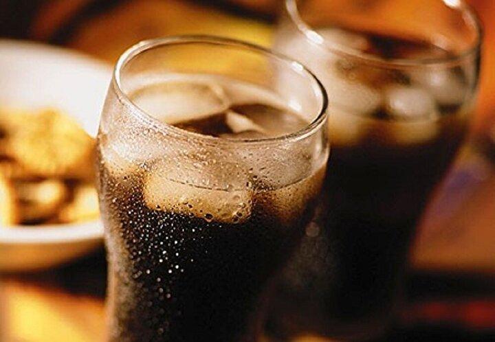 Diyet kola bağımlısı Jakki Ballan (42), günde tam 50 kutu diyet kola içiyor! Ancak kadının hayatı kabusa dönmüş durumda..