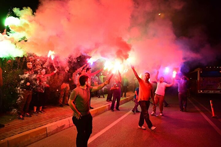 AK Parti seçmeni sokaklara döküldü