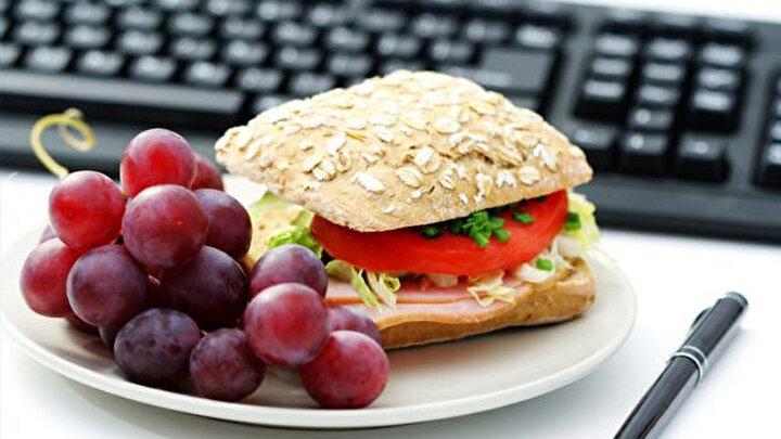 10. İşyerine evden yemek götürün Bu yolla öğle yemeği masraflarınızı yarı yarıya azaltabilirsiniz.