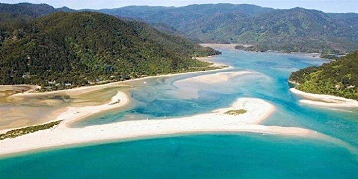 Yeni Zelandada 40 bin kişi, Awaroa plajını satın alarak halka açtı. Bu çılgın fikir, Abel Tasman Milli Parkında bulunan ve beyaz renkli kumları ve turkuaz renkteki kıyılarıyla Yeryüzündeki cennet olarak adlandırılan Awaroa Plajının, tüm halkın yararlanacağı bir şekilde kamu malı olmasını dileyen Duan Major ve Adam Gardner tarafından aralık ayında ortaya atıldı.