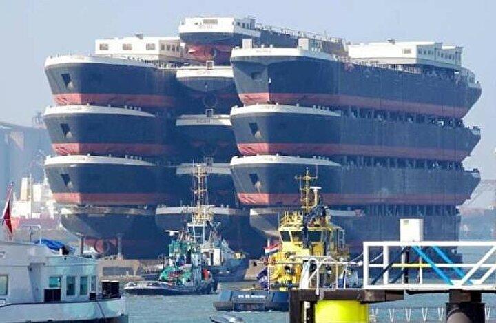 Üstünde 13 tane gemi taşıyan dünyanın en büyük yük taşıma gemisi Blue Marlin.