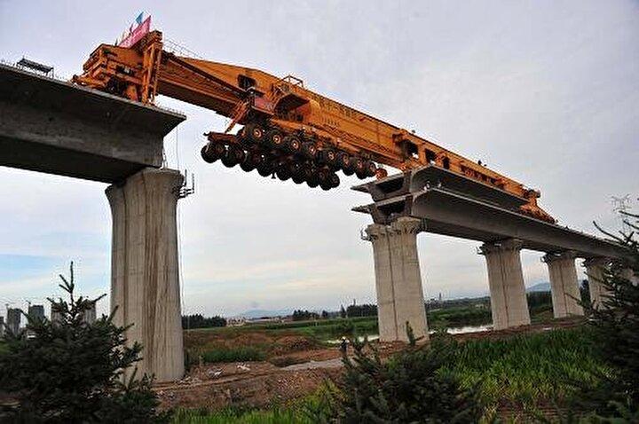 SLJ900/32 isimli dev makine tam 580 ton ağırlığında.