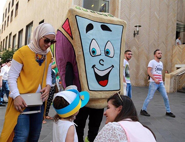 Ramazan ayının gelişi, başkent Beyruttaki Ramazan Sıybaniyesi adı verilen mesire alanında çocukların yöresel dans gösterileri, ramazan ilahileri ve kültürel etkinliklerle kutlanıyor. Üç gün sürecek etkinliklere çocuklar yoğun ilgi gösterdi.